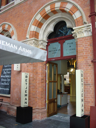 The Betjeman Arms, St Pancras International